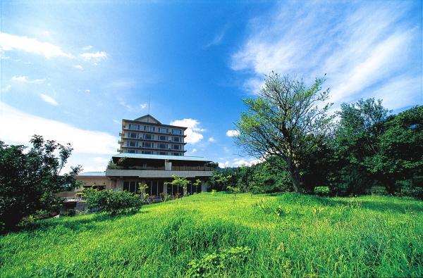 富士山を望む丘の上に佇む静かな宿