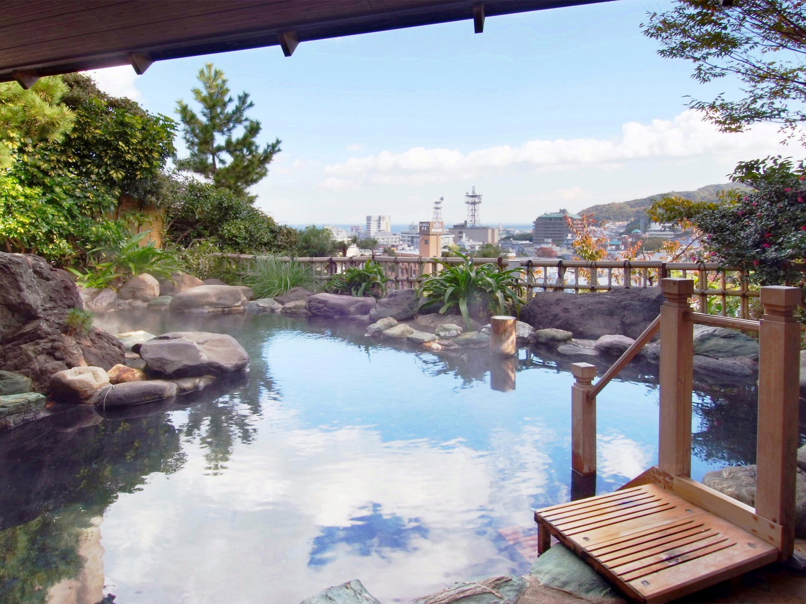 海・市街一望 自家製源泉かけ流しの露天風呂