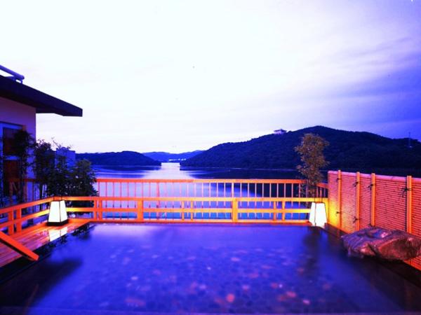 浜名湖の絶景を望む展望露天風呂「星のせせらぎ」