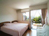 室内はソファ付やマッサージチェア付のタイプも有り。
