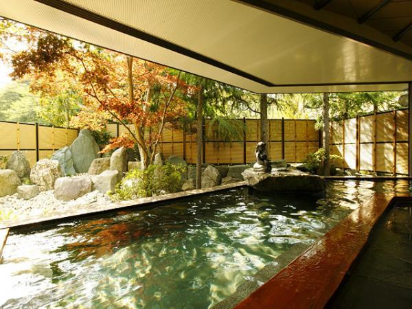 百観音石仏の里。山懐に明治27年創業の真砂館があります。温泉の泉質は単純硫黄泉。お肌にやさしい別名美人の湯とも呼ばれています。