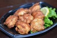 緑米・モスコチキン(弁当)清水町特産の緑米の粉を使って揚げたモチコチキンがさくさくジューシーでいち押しです。