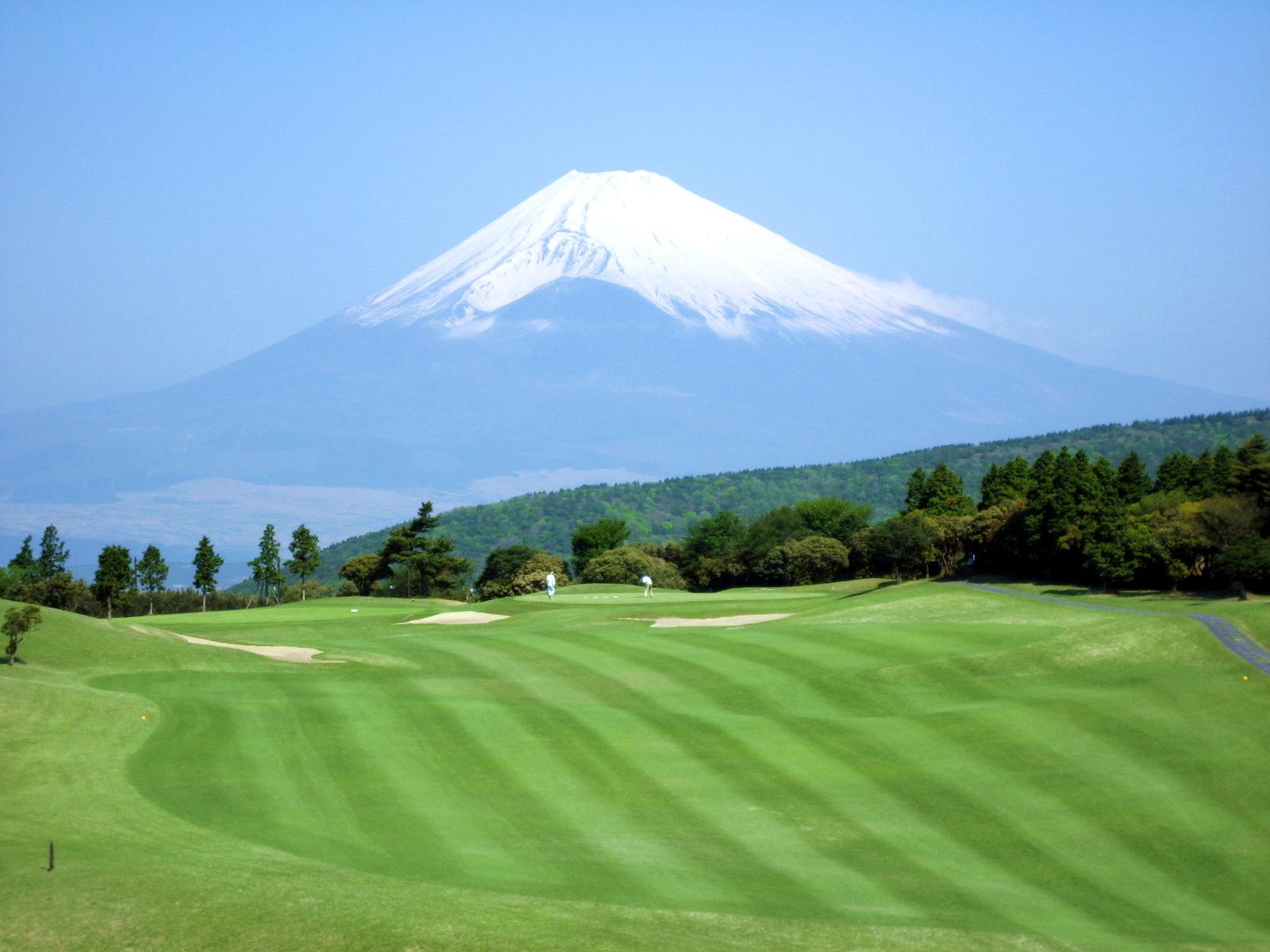 1番ホールと富士山