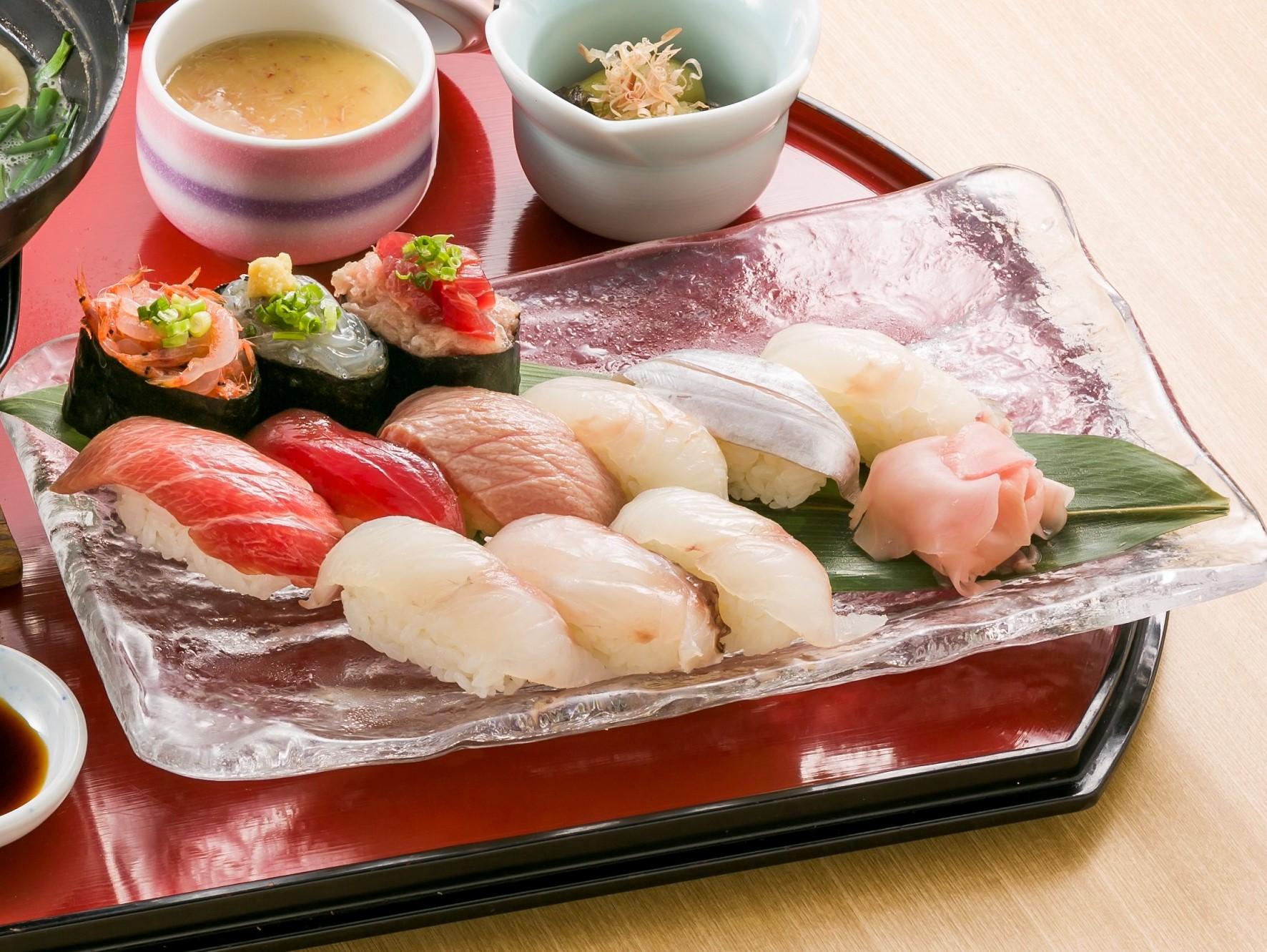 天然南鮪としずまえ鮮魚のお寿司盛り合わせです。季節の地魚をご堪能ください。