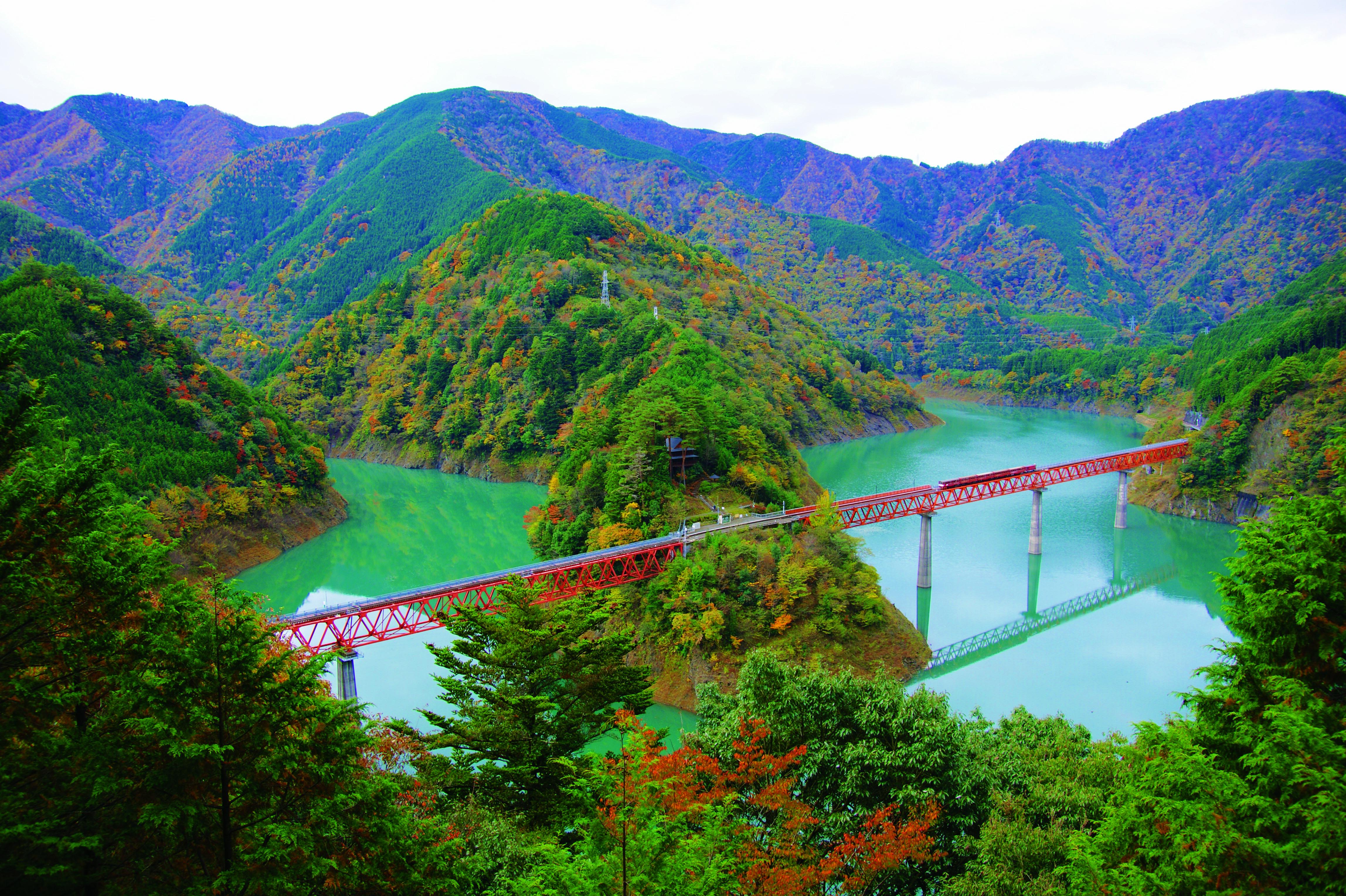奥大井湖上駅と恋慕—ブリッジ全景