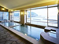 駿河湾を一望できる内風呂は最上階にあります。