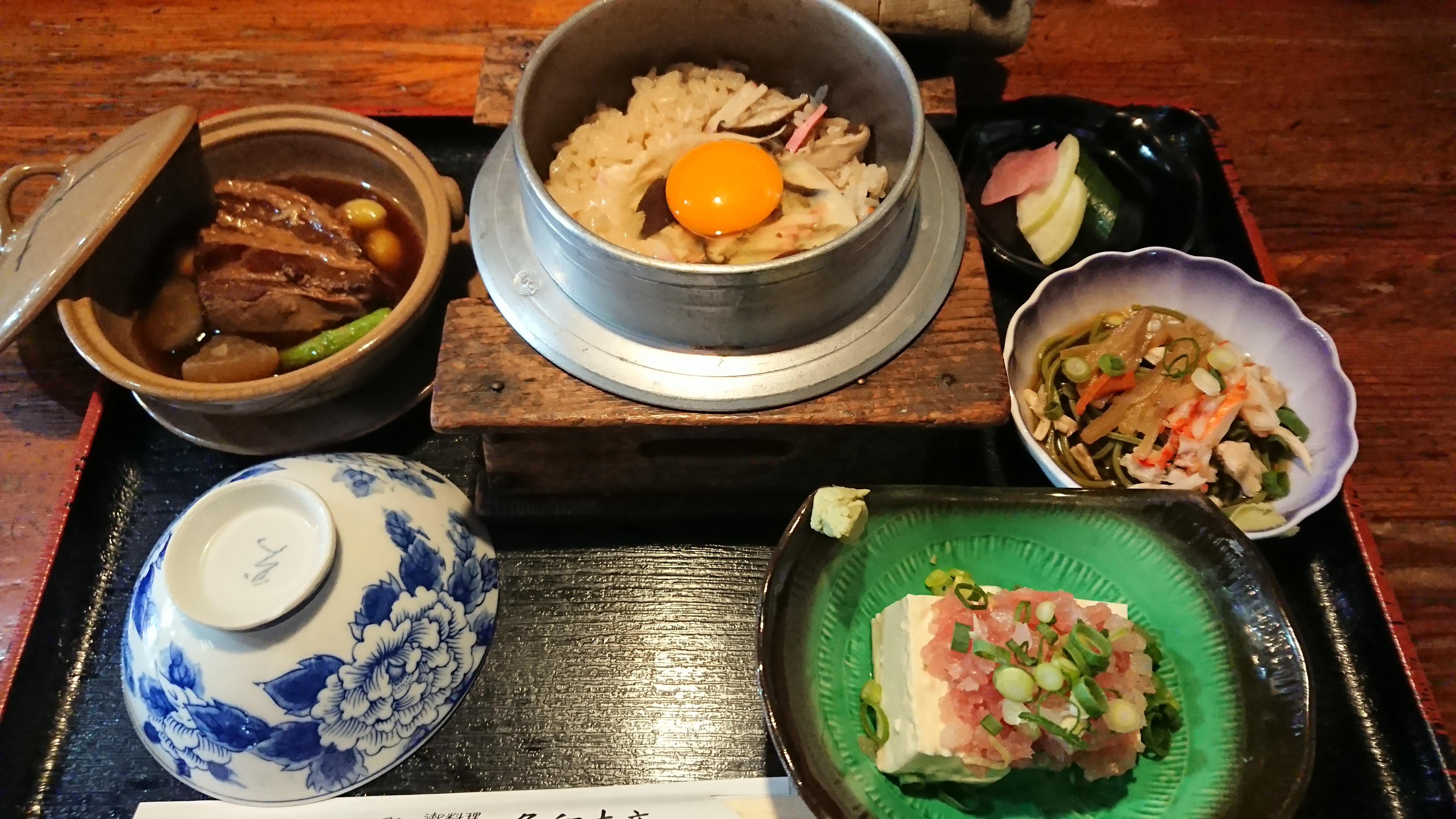 釜めし(690円味噌汁付)※かに・えび・かきは250円増し