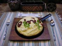 MOON・egg(ふわふわ卵焼き)UFOと宇宙をイメージした卵料理。不思議な食感が人気。