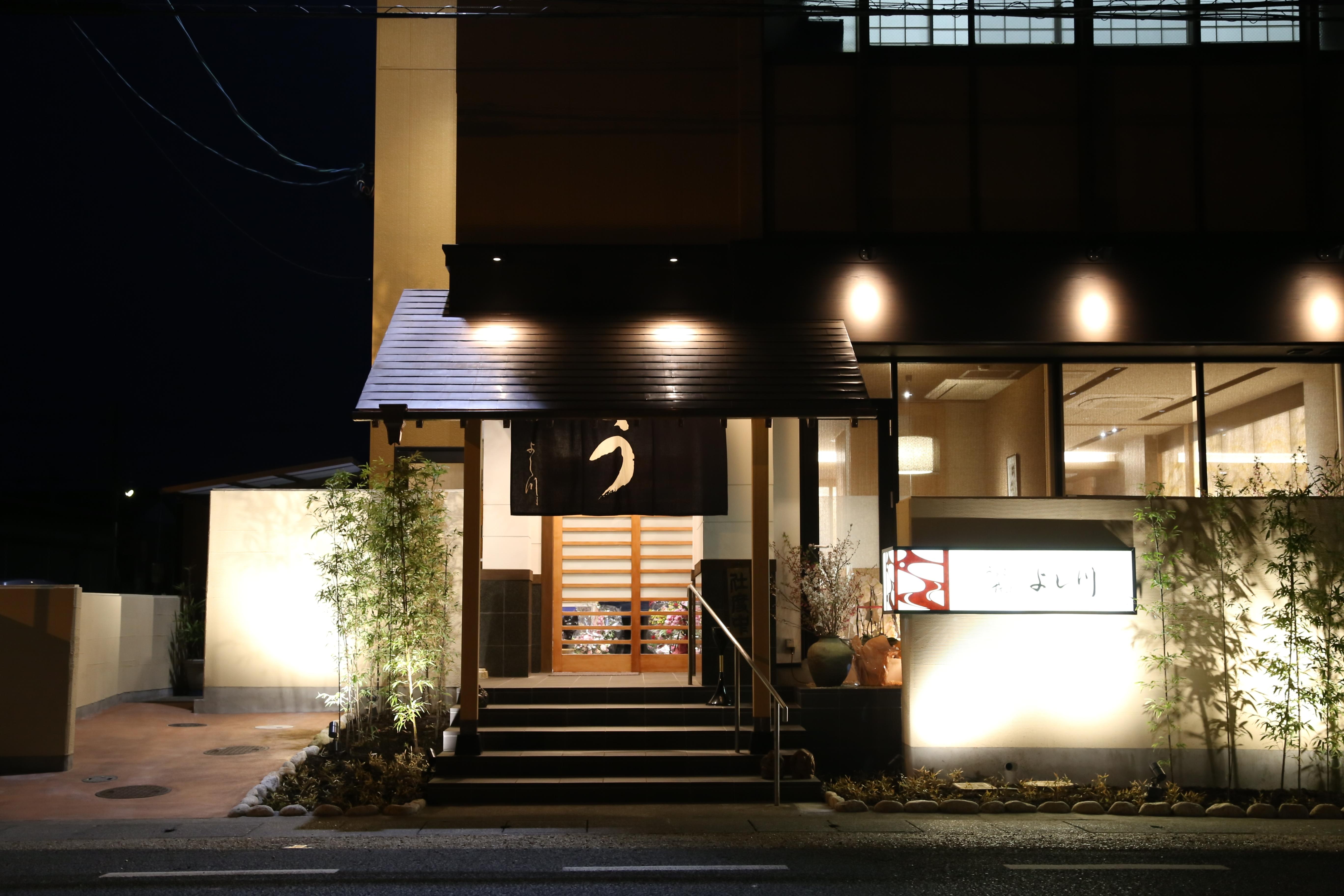 郷土料理百選 3,200円 うな重・桜えびのかき揚げ