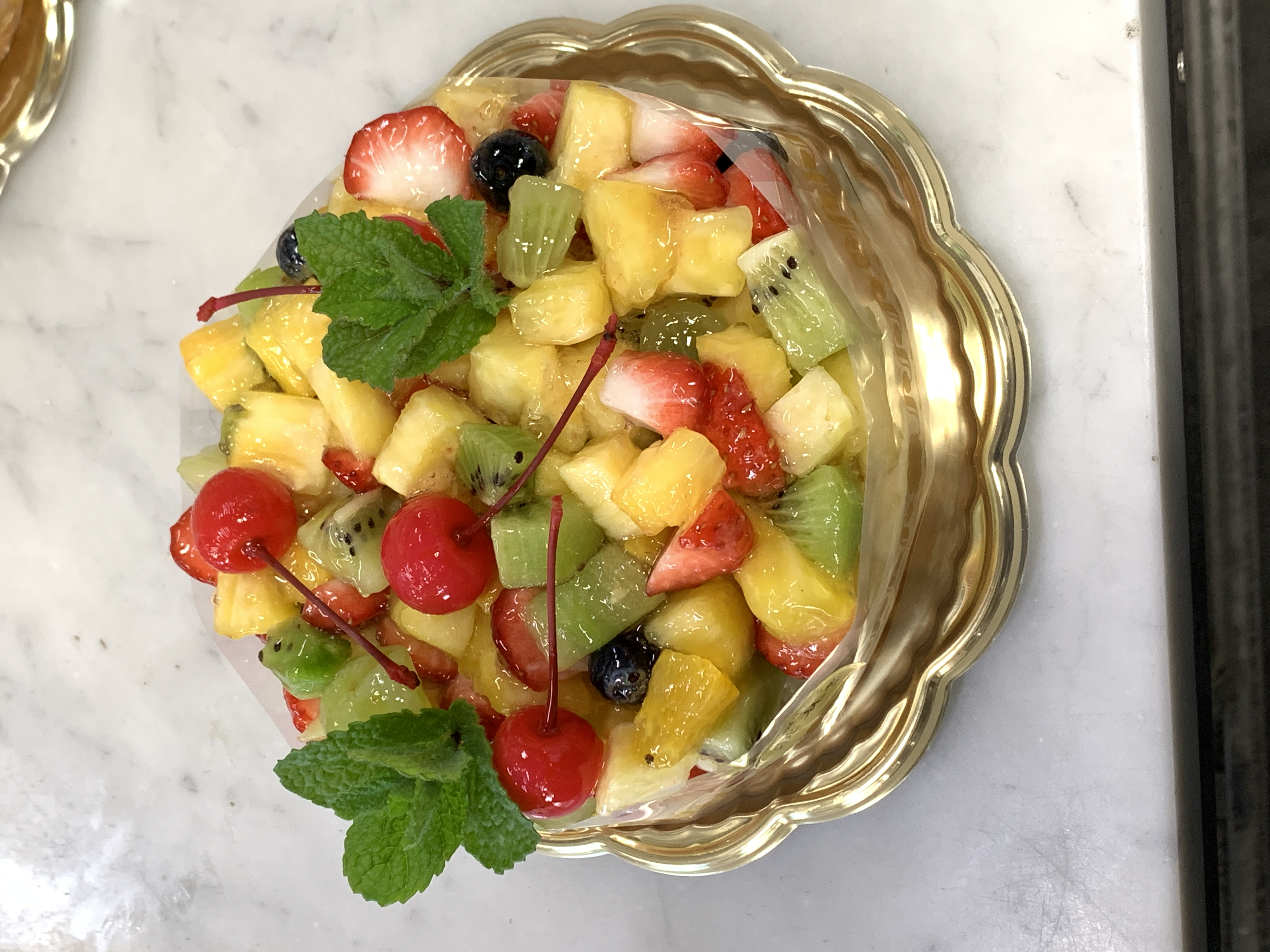 予約必須 フルーツタルト 季節のフルーツ満載! 年間通して大人気のタルトです。