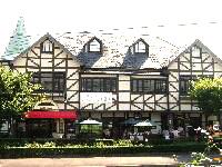 ばらの館(1階ばらの専門店ローズショップ、2階カフェ&レストラン)