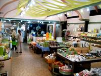 自然、本物、手づくりな地元特産品、アイス等販売しています。
