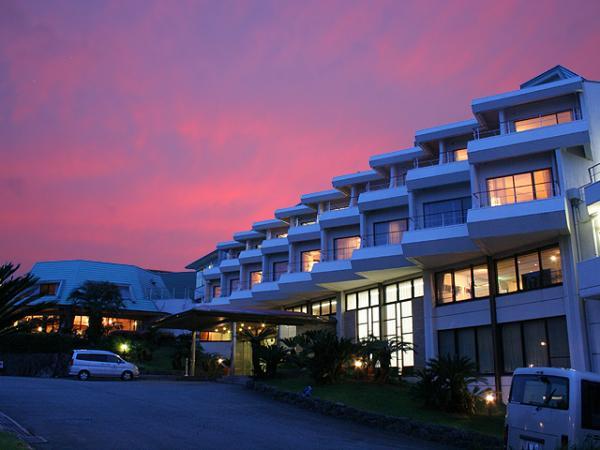 伊豆高原大室山麓、南欧調の白い館。ホテルアンビエント伊豆高原。