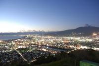 香貫山から見た光輝く沼津。狩野川、駿河湾の海、さらには富士山までもが望める。