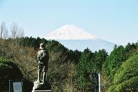 殿下銅像と富士山