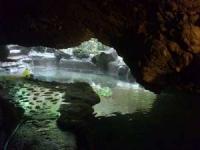 溶岩洞窟風呂