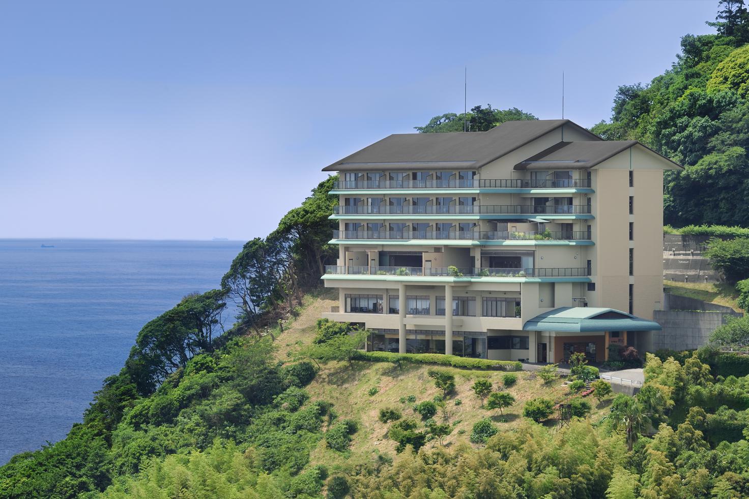 相模湾と伊豆大島を見渡すことができる絶好のロケーション。