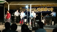 地元バンドの演奏