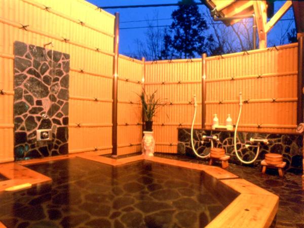 天然温泉掛け流しの貸切露天風呂