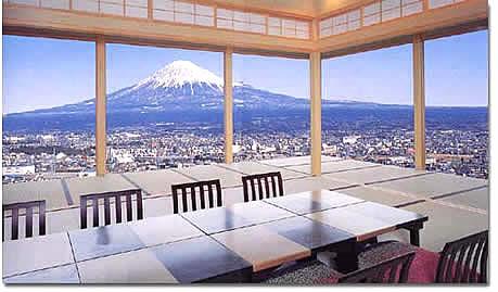 富士山の一望できる宴室