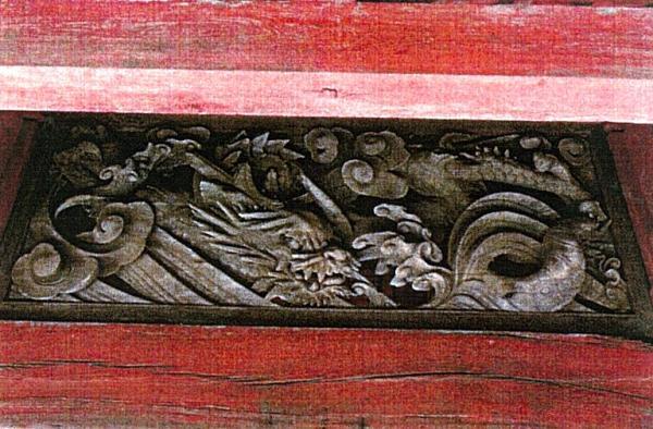 山門欄間の龍の彫物