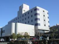 沼津、三島の中間に位置し伊豆、箱根、富士山方面の拠点に便利。 日本一の湧水量「柿田川湧水郡」は徒歩圏内です。