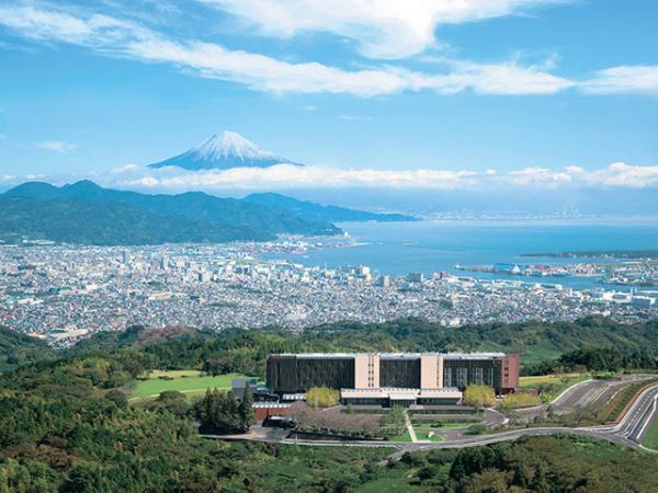 富士山と駿河湾を臨む「風景美術館」日本平 ホテル